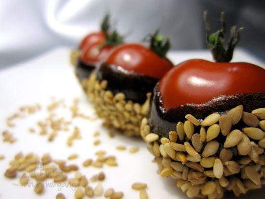 Tomates caramélisées avec du vinaigre et du sésame