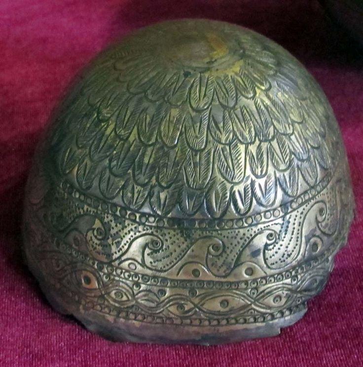 Pomul vieţii, reprezentat sub forma unui brad, identic cu cel de pe coifurile dacice, este multiplicat pe vasele din argint, descoperit la Sâncrăieni, datate între secolele I î.e.n - I e.n.