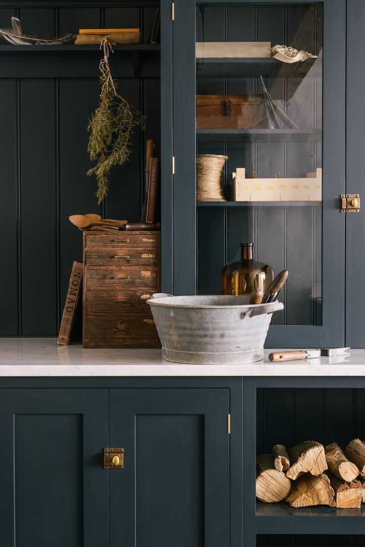 Dark blue cupboards and Carrara marble worktops is a perfect combination