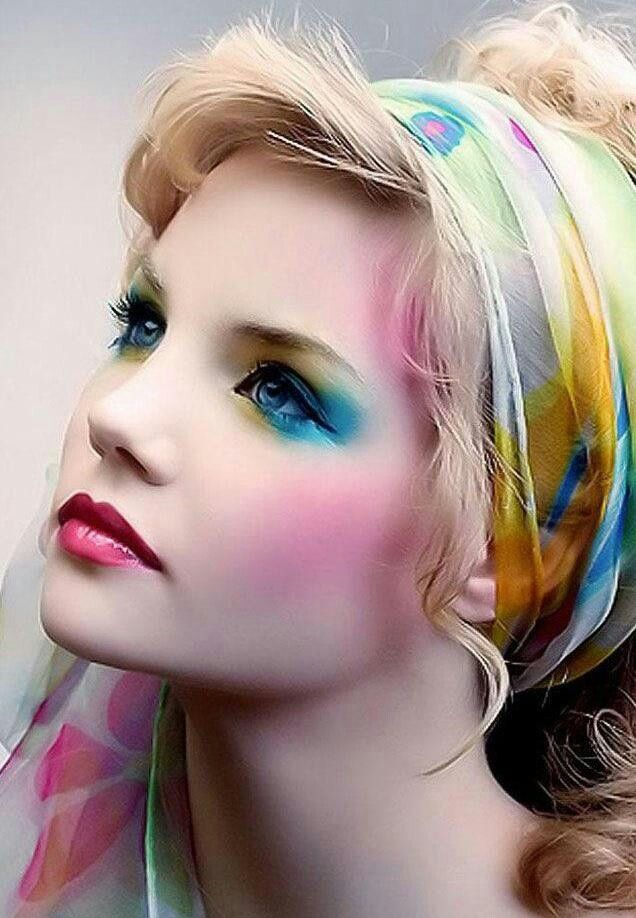 Pastels makeup look. Not easy to wear, but so beautiful for photography! (Why does this picture have nothing to do with the link! I must find where this picture is from.)