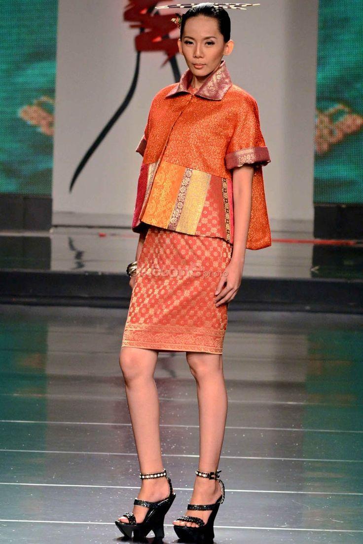 Yayasan Citra Tenun Indonesia (CTI) turut meramaikan event Jakarta Fashion Food Festival 2012 di Grand Ballroom Harris Hotel & Convention, Jakarta. Beberapa designer muda seperti Priyo Oktavian...