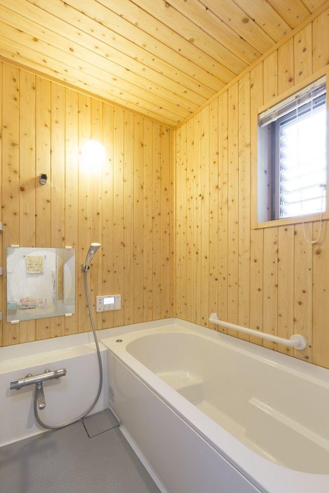 造作ハーフユニットバス 壁と天井は檜の板張りで仕上げました