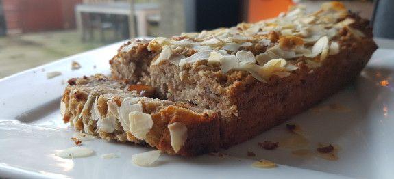 Een lekker koolhydraatarm nagerecht of snack, appel-kaneel cake met noten. Na het maken van deze cake heb je niet alleen een lekkere snack, maar ook een heerlijke appel-kaneel geur in het huis.