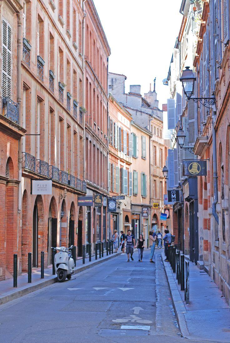 Rue toulousaine, Toulouse France © C. Sabatier - Office de tourisme de Toulouse #visiteztoulouse