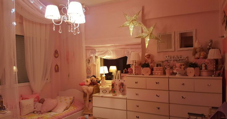Little girl room with canopy bed.so sweet.pink kids room