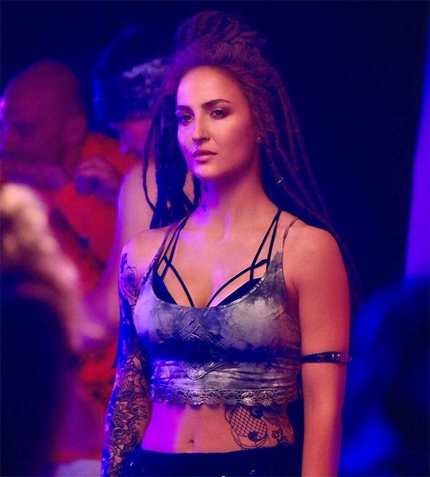 Malang Jessie Is Somewhat A Wild Child Says Elli Avrram On Her Grunge Look In 2020 Grunge Look Jessie Characters Mohit Suri