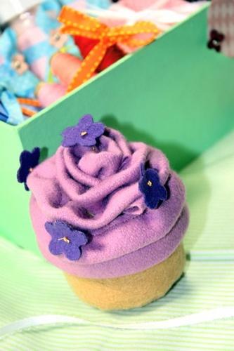 felt cupcake (FlickrFav)