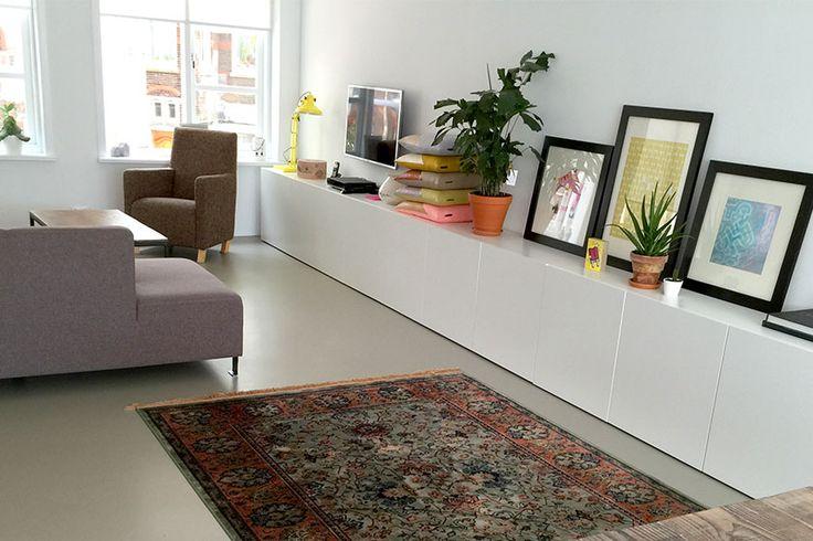 Hetbij Seven Days in Delft gekochtekleedvan merk Dutch Bone in onze woonkamer. De positie zijn we nog aan het bepalen.- More interior and home accessories inspiration on Dutch weblog
