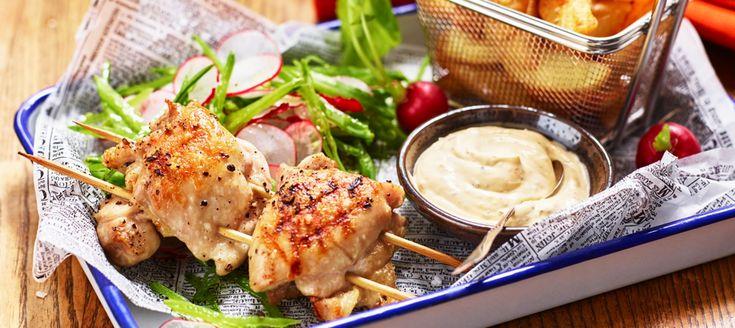 Grillad kyckling med klyftpotatis och chilibearnaise