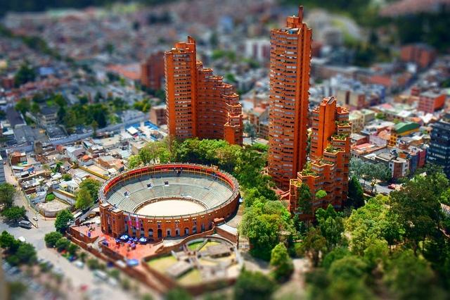 Las Torres del Parque by Rogelio Salmona #Bogotá | Flickr: Intercambio de fotos