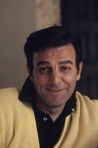 MIKE CONNORS nee' KREKOR OHANIAN 08-15-1925 til 01-26-2017 (91) AMERICAN ACTOR.