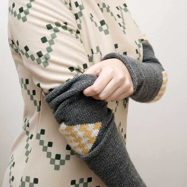 Blog | Karen Barbé | Textileria: Creative Mending – Part 1: Diy Sleeve, Karen O'Neil, Old Sweaters, Sweaters Sleeve, Apartment Therapy, Clothing Accessories, Diy Details, Creative Mendes, Duplic Stitches