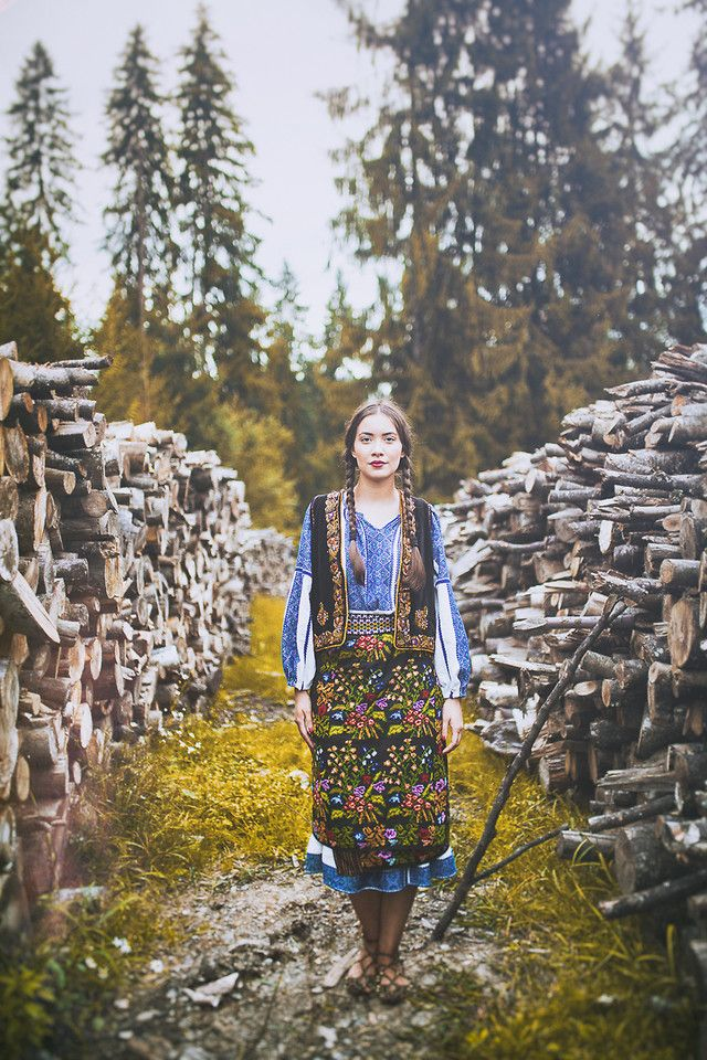 Today I'm gonna tell you a story which I kept close to my heart. A story about people,about traditions and my beautiful country and one of the most amazing experiences I had so far.  www.expressthestyle.com  Pure Romania & Fotograful Tau