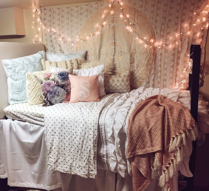 University of Oklahoma Dorm. #girlydorm #tapestry #dormroom #dormidea #girldorm