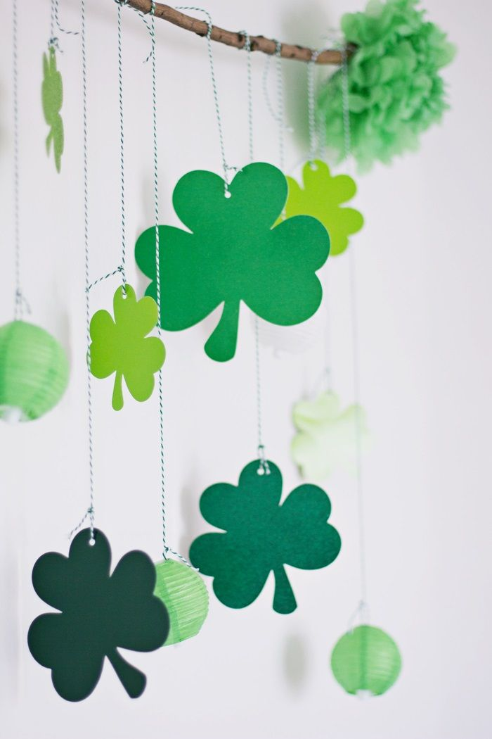 This fun Saint Patrick's Day DIY is perfect, no matter how big or small your festivities may be. St Pattys, St Patricks Day, Do It Yourself Crafts, Time To Celebrate, Table Settings, Big, Creative, Party, Ideas