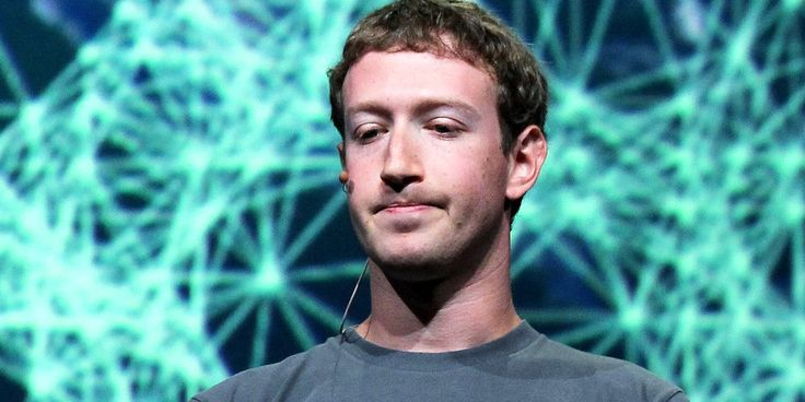 Mark Zuckerberg υπό πίεση για τις ψεύτικες ειδήσεις στο Facebook