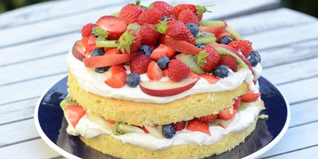 Lækker lagkage med frugt
