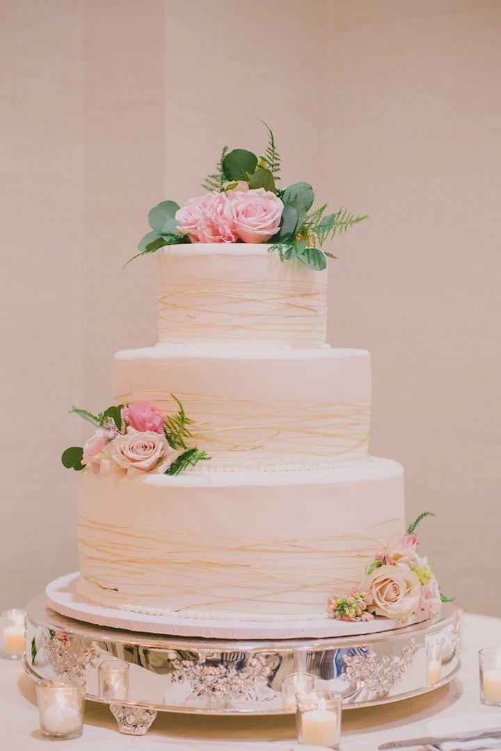 chic pretty wedding cake idea; photo: Dave Richards Photography