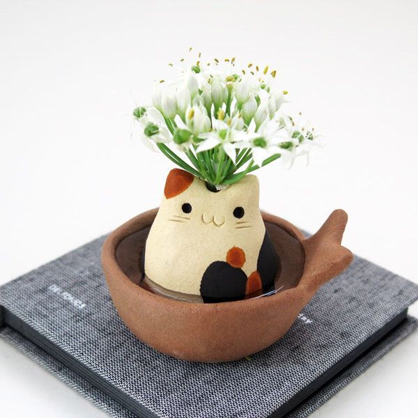 "The single-flower vase of cat type  ""The calico cat "" Mike neko Cat figurine  Animal sculpture by Sirosfunnyanimals on Etsy https://www.etsy.com/listing/202256328/the-single-flower-vase-of-cat-type-the"