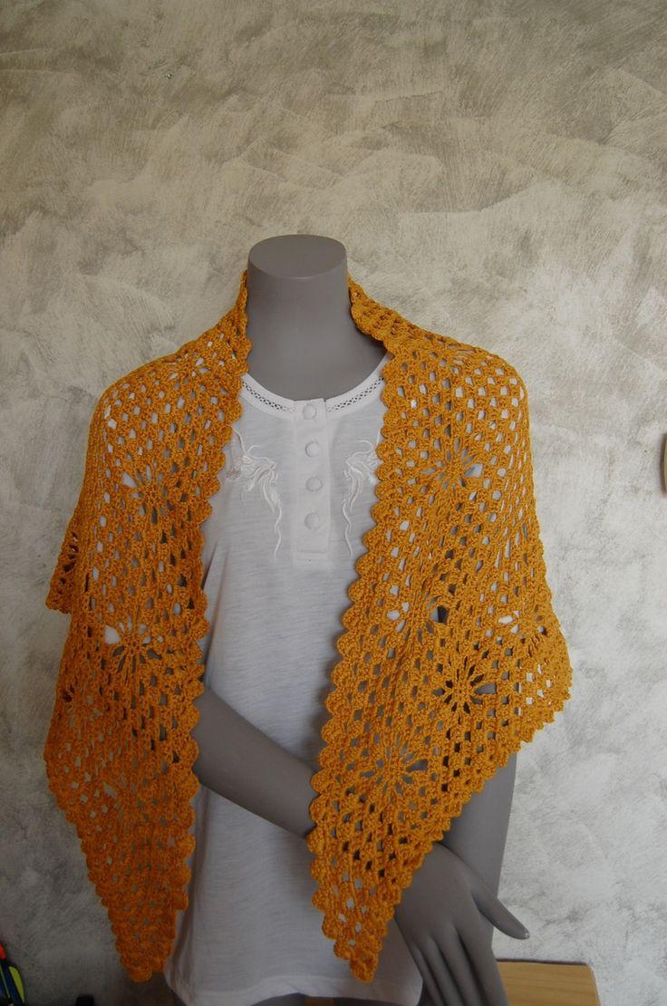 Châle crocheté main de couleur gold : Echarpe, foulard, cravate par l-b-creamain