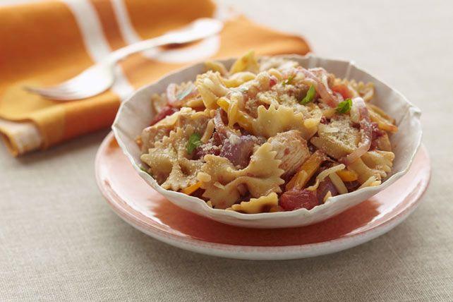 Farfalles au poulet et au chipotle  ----------Qu'est-ce qui rend cette recette si délicieuse? Probablement les chipotles, ces piments jalapenos fumés, qui ajoutent une touche mexicaine à ce plat de pâtes.