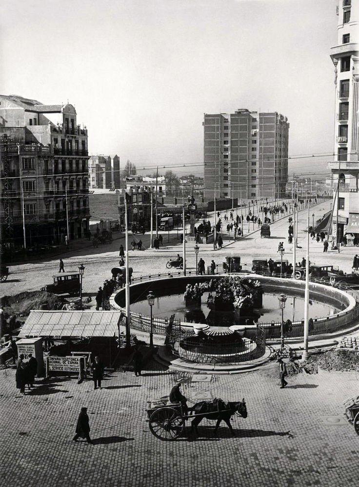 Canalización de cables para el servicio automático de la Glorieta de Cuatro Caminos. Madrid, 1930 - Portal Fuenterrebollo