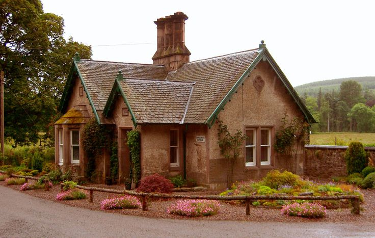 The first in a series of four English Country Cottages, this beautiful cottage lies outside of Whitchurch-On-Thames. Description from deviantart.com. I searched for this on bing.com/images