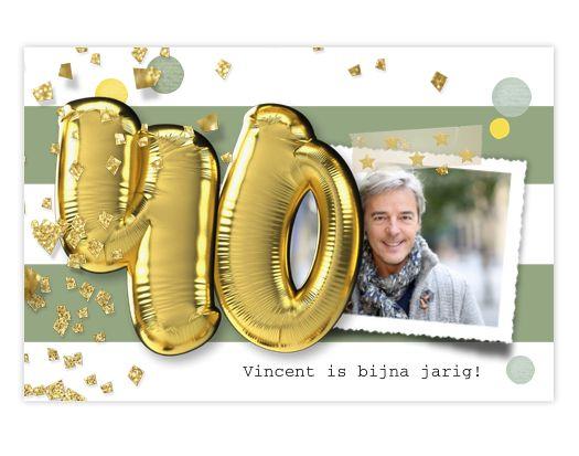 Hippe enkele uitnodiging voor je 40ste verjaardags feest met feestelijke confetti en gouden folie ballonnen met cijfer 40! Zelf aan te passen. Gratis verzending in Nederland en België.