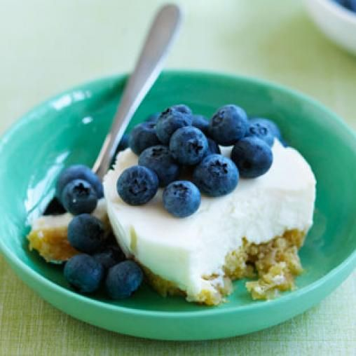 Baby cheesecakes with blueberries