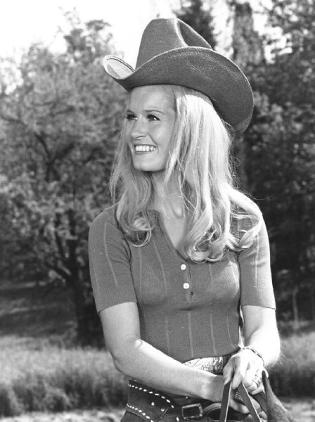 LYNN ANDERSON - country music singer. Rosegarden was a real big hit for her.