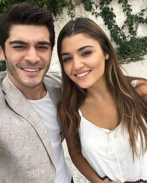 "803 mentions J'aime, 24 commentaires - Hande Erçel (@handeercelrsmi) sur Instagram: ""Günaydın!❤ #handeercel #handeerçel #burakdeniz #asklaftananlamaz Takip/Follow: @handeercelrsmi"""