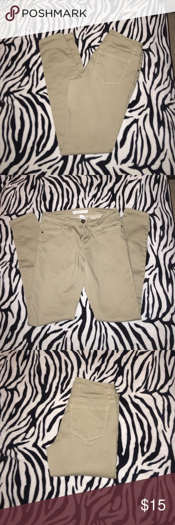 Khaki skinny jeans 🔥🔥today if you spend over 40 dollars you can pick one item 15 and under and get it half off!!🔥🔥 Khaki skinny jeans too small for me I wore them twice but they never really fit me right. Jeans Straight Leg