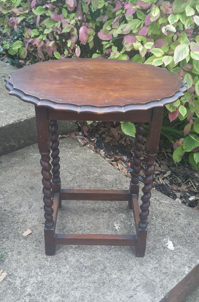 Beautiful vintage wooden occasional table, scalloped edge