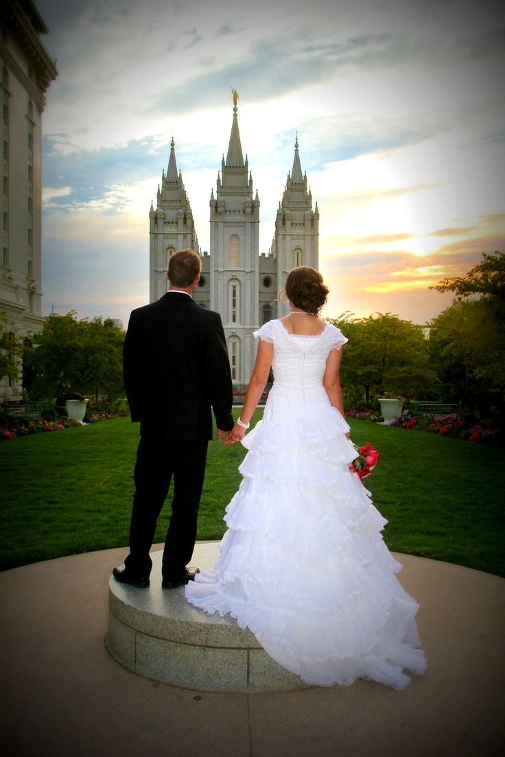 Salt Lake Temple Bride & Groom Pictures | Super cute SLC Temple picture | Cheap SLC Temple Wedding photographer!  www.cheapshotsllc.com Entire wedding for $350 with CD!