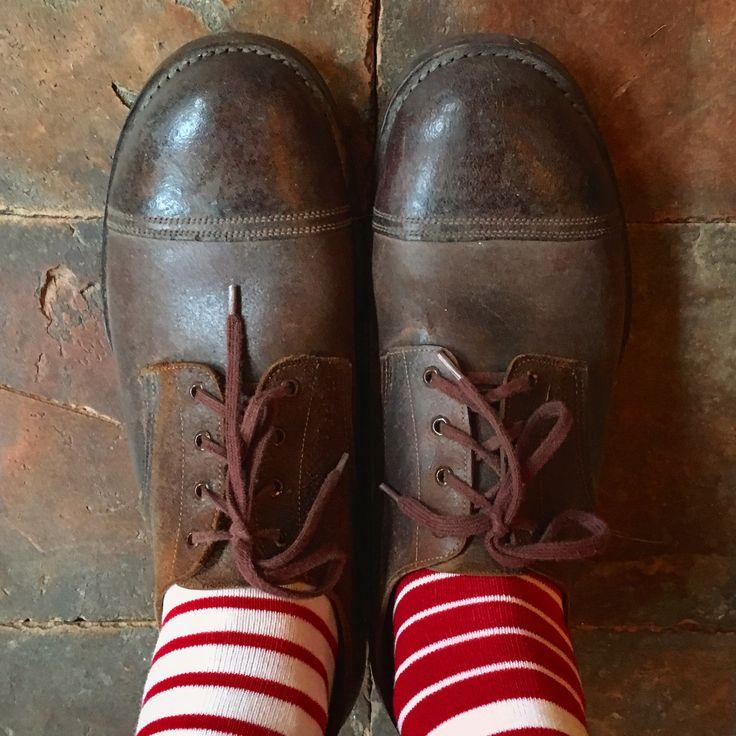 Hvad vintage kombineret med nyt kan gøre. Her originale sko fra 30'erne med Oybo sokker. Helt unik stil.  #oybosocks #franskvintagetøj #vintageclothing