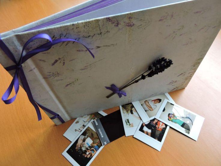 Hledáte perfektní vánoční dárek? Věnujte svým blízkým pod stromečkem originální fotoalbum na ty nejhezčí vzpomínky, které vlastnoručně vyrobíte. Stačí k tomu náš balíček a jeden sychravý večer, který zasvětíte výrobě.