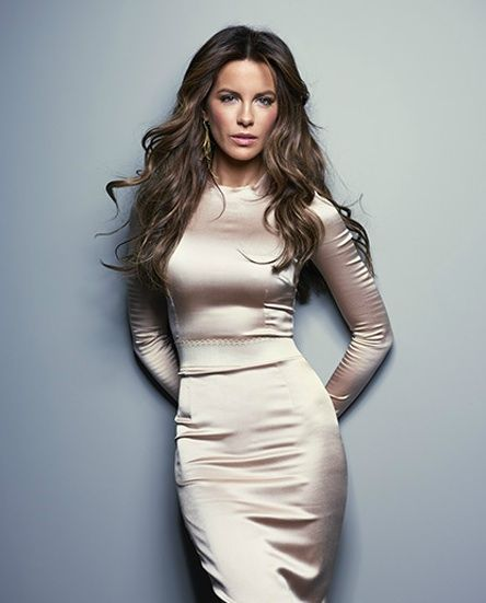 Kate Beckinsale damn sexy in figure hugging tight clingy silver dress <3 <3 <3