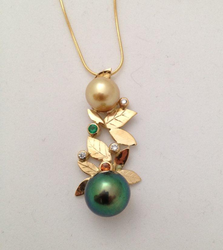 Pendentif en or avec perles • SCARO par Caroline Arbour • www.scaro.ca