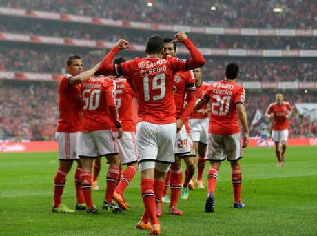 The year that Eusebio passes, Benfica recognizes him and dedicates the season to him.
