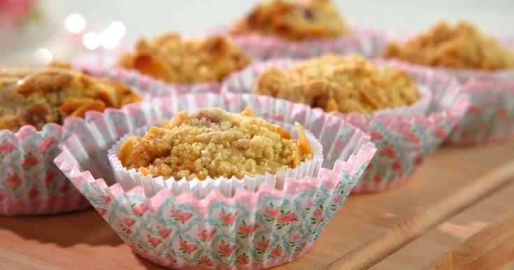 Aprende a preparar esta receta de Muffin de Arándanos y Almendras, por Virginia Sar en elgourmet