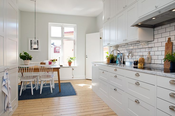Renoverat påkostat kök med rymlig matplats