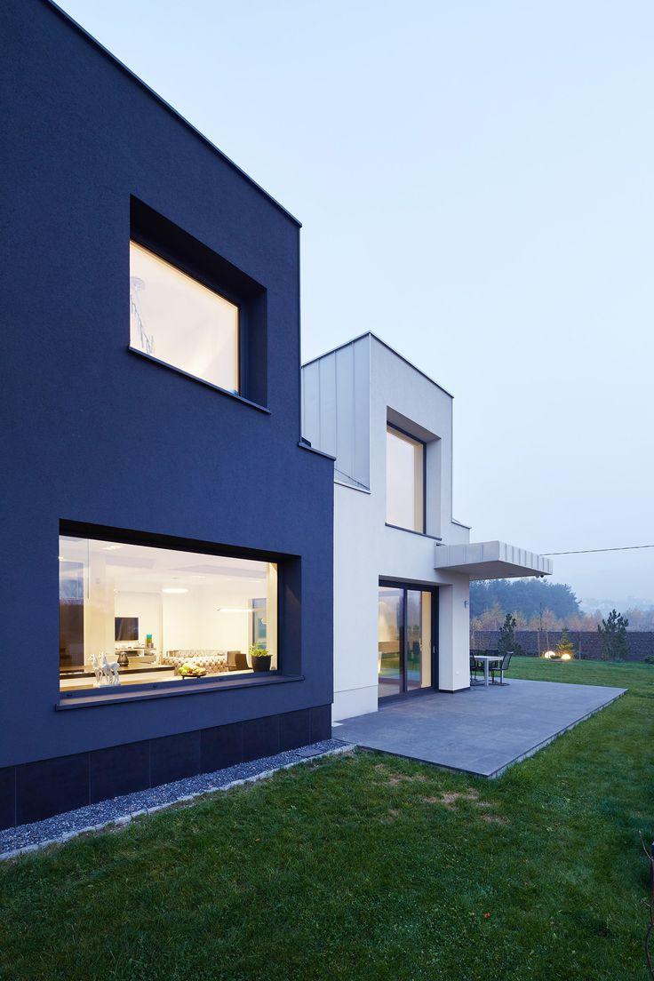 BLACK and WHITE House. Contemporary house in Krakow, Poland. architect: Tadeusz Lemanski, photo: Tomasz Zakrzewski