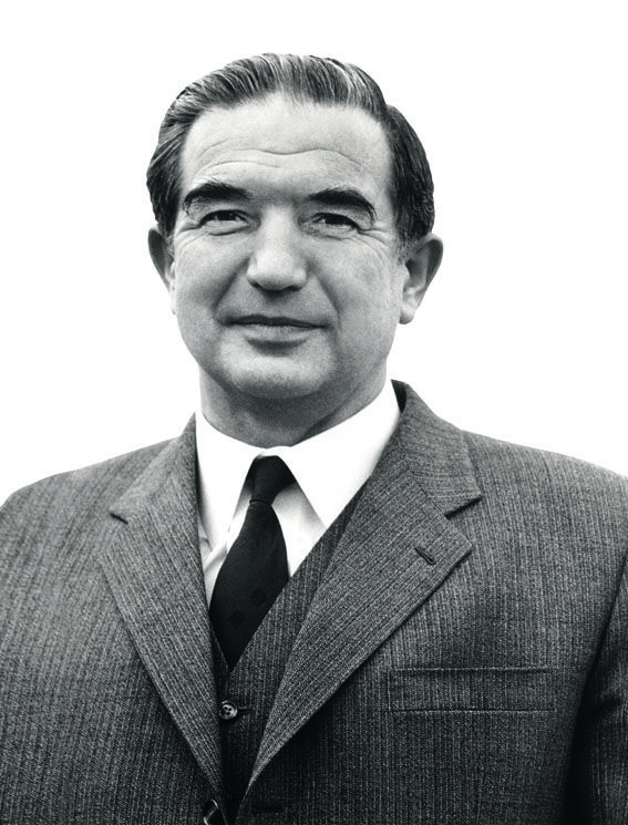 1952 - Alfred O. Ritter übernimmt die Leitung  des Familienunternehmens