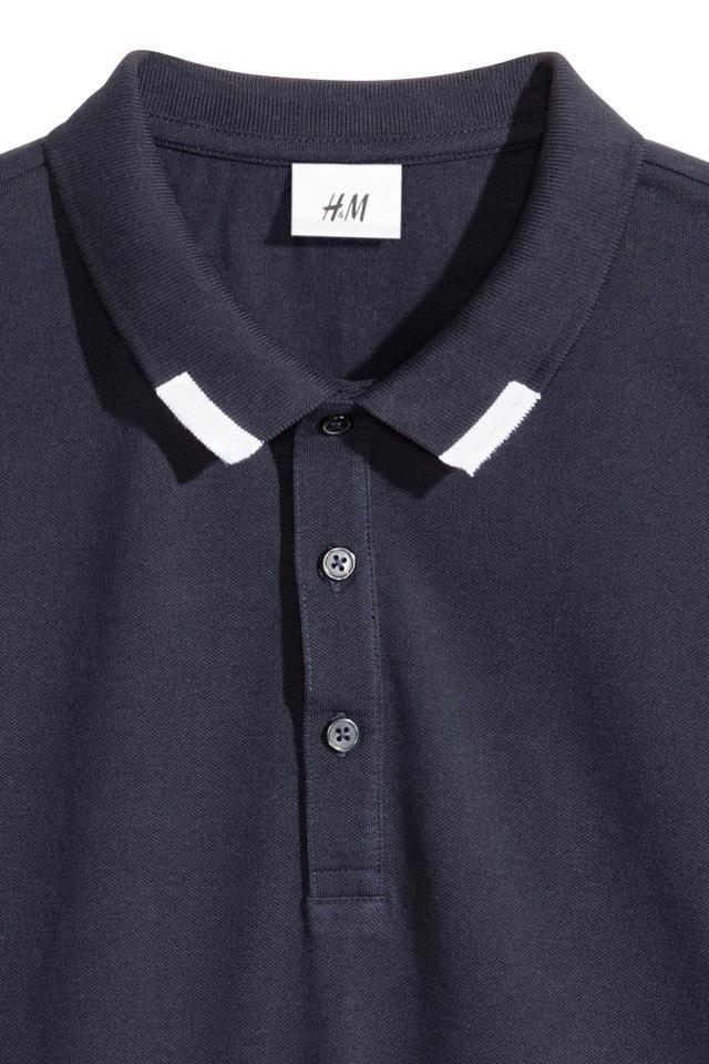 Básicos modernos. Artículo seleccionado por David Beckham. Polo de manga corta en piqué de algodón con cuello de canalé y botones. Remate elástico en los pu