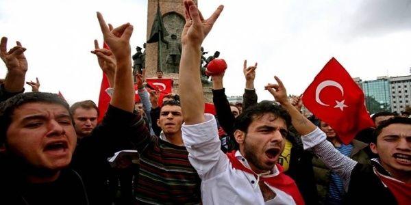 Ποιοι είναι οι Γκρίζοι Λύκοι: Η τουρκική Κόκκινη Προβιά που έστησαν ΝΑΤΟ και CIA και απειλούν την Ελλάδα