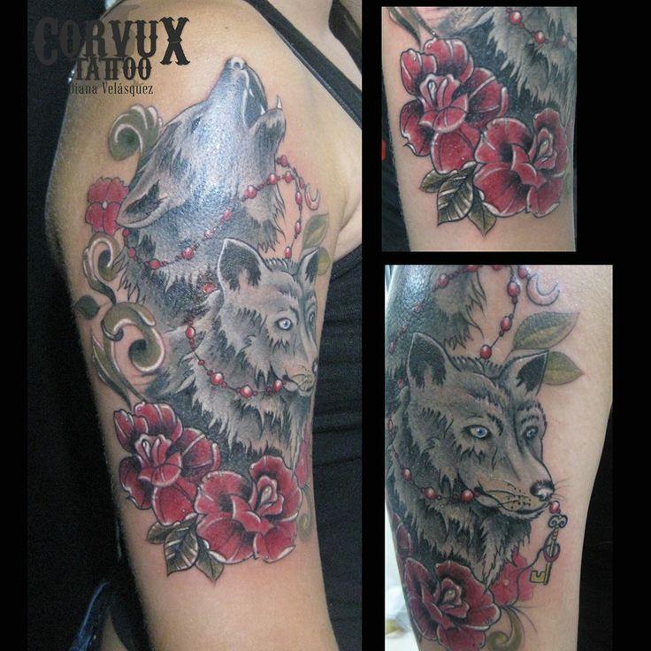 Lobos, Wolf, flores, flowers, moon, luna Corvux Tattoo Diana Velasquez Medellin Colombia