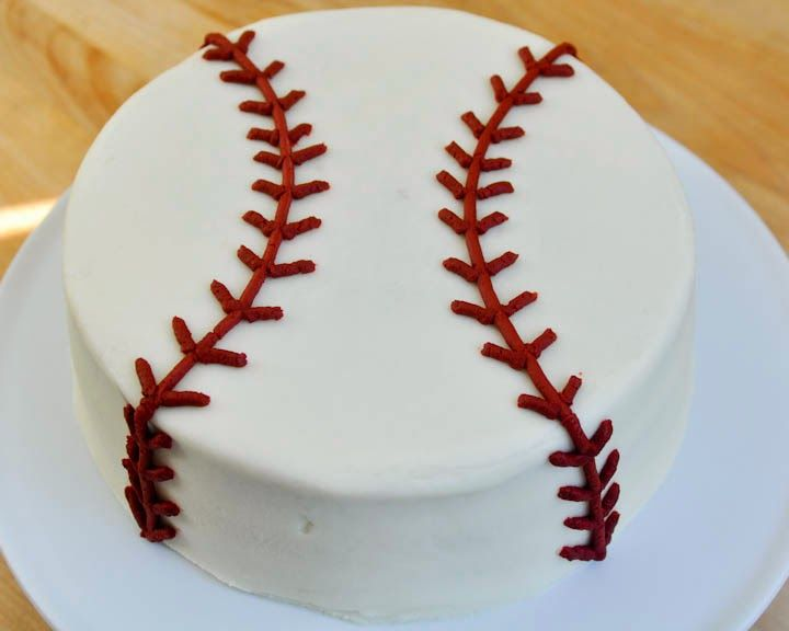 This is a super simple cake, perfect for a baseball theme baby shower!