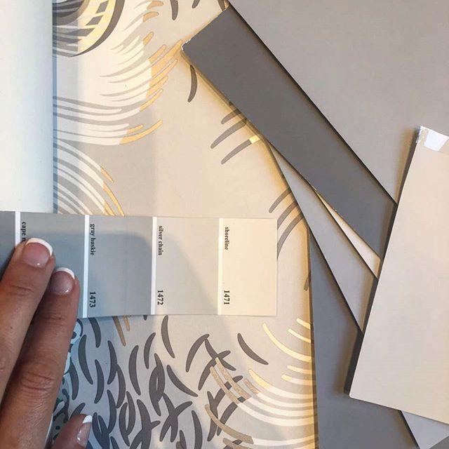 Идеальные серые оттенки краски @benjaminmoore, которые мы подобрали к обоям @osborneandlittle #leopardo в проект #burddesign_aviamotornaya. Спальня будет шикарная! Спасибо вашим комментариям, мы оставили обои только на стене за изголовьем кровати, а остальные стены+карниз мы покрасим! • • • #Burddesign #burddesign_project  #detailsofmyproject #красиваяспальня #обоивспальне #дизайнстудиямосква #концепцияквартиры #дизайнер #ремонт #современныйинтерьер #минимализм #osborneandlittle #обои…