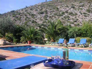 Poolparty in herrlicher Natur und Hügellandschaft bei #Valencia. Im Oktober Last-Minute-Deals. http://www.ferienwohnungen-spanien.de/2365