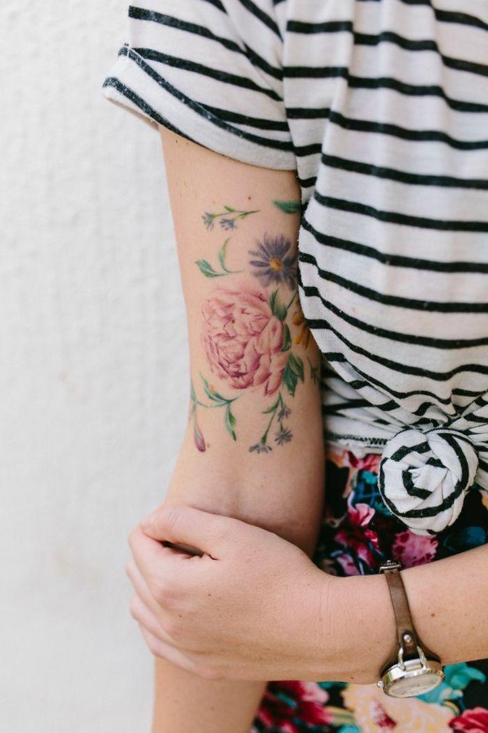 Le Tatouage Fleur Poignet Tatouage Couleur Femme Pivoine Colore